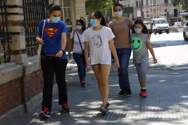Auch weiterhin werden Maskenträger die Straßen dominieren.