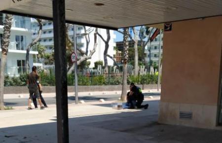 Der Deutsche war aus dem 4. Stock eines Wohnhauses an der Playa de Palma gesprungen. Sein Zustand ist ernst.
