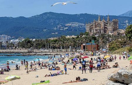 Blick auf den nunmehr wieder recht vollen Can-Pere-Antoni-Strand in Palma.