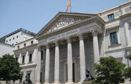 "Blick auf den ""Congreso de Diputados"" in Madrid."