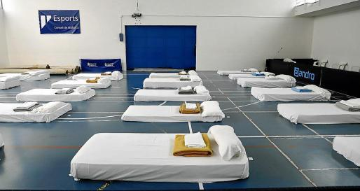 Obdachlose sind während des Alarmzustandes wie hier in einer Notunterkunft in Palmas Sportzentrum Son Mix untergekommen.