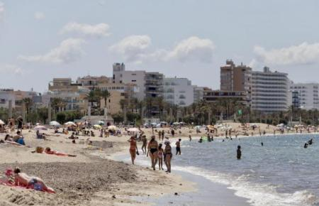 Mit dem Pilotprojekt soll probeweise wieder Leben an der Playa de Palma einziehen.