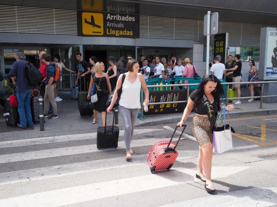Ankunft am Airport von Ibiza. Mallorquiner können sich ab Montag ein paar nette Tage auf der Nachbarinsel gönnen.