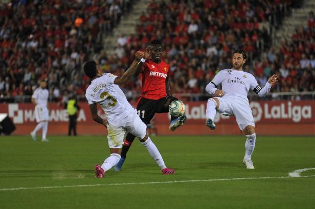 Das Hinspiel gegen Real Madrid konnte Real Mallorca am 19. Oktober in Palma mit 1:0 gewinnen. Den Treffer machte Lago Junior (M.).