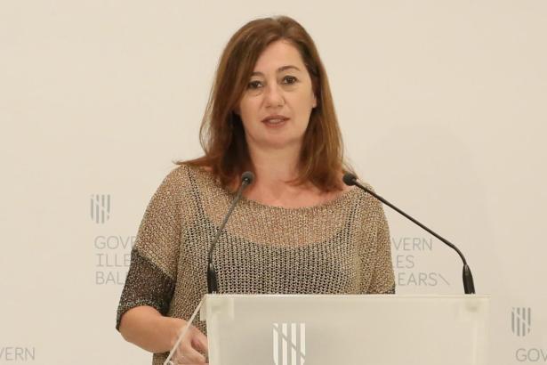 Balearen-Ministerpräsidentin Francina Armengol während der Pressekonferenz.