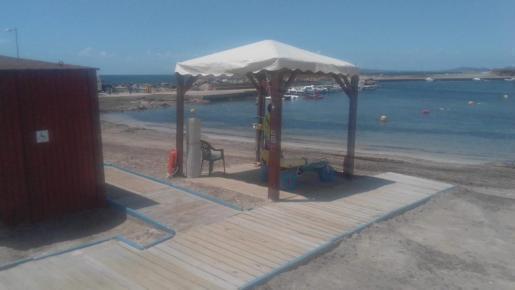 So sieht einer der Anlaufpunkte an Palmas Stränden aus. Wer Hilfe benötigt, soll sich telefonisch voranmelden.