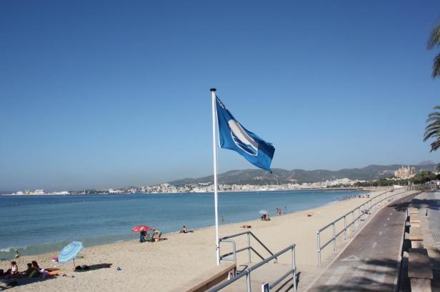 38 Blaue Flaggen wehen in diesem Jahr an den Stränden Mallorca. An Palmas Stadtstrand Can Pere Antoni, so wie auf diesem Archivbild, übrigens nicht mehr.