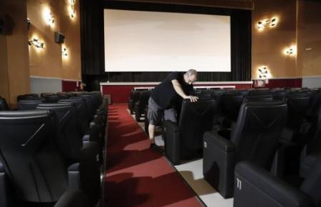 """In Palmas Kino """"Rivoli"""" laufen die Vorbereitungen für die Wiedereröffnung am 24. Juni. Bisher dürfen Kinos nur mit 50 Prozent Auslastung öffnen."""