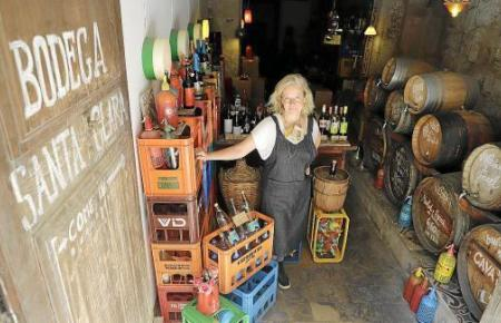 Die Inhaberin Uta Gritschke in ihrer Kellerei, die seit dem 6. Juni geschlossen ist.