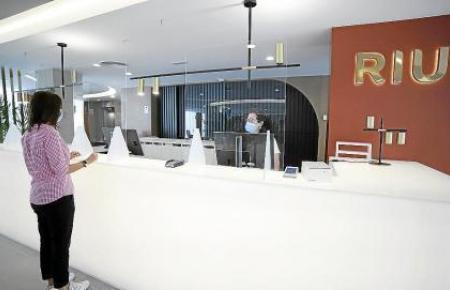 Die Rezeption im Hotel Riu Concordia, eines der drei Häuser an der Playa de Palma, die am Pilotprojekt beteiligt sind.