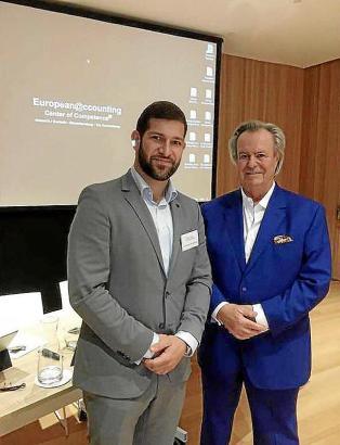 Willi Plattes von European Accounting (r.) mit Steuerberater Christian Kahlenberg.
