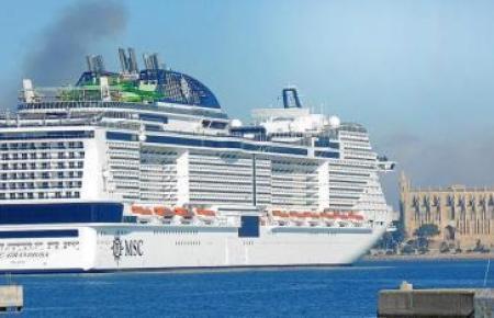 Ein Kreuzfahrtschiff im Hafen von Palma.