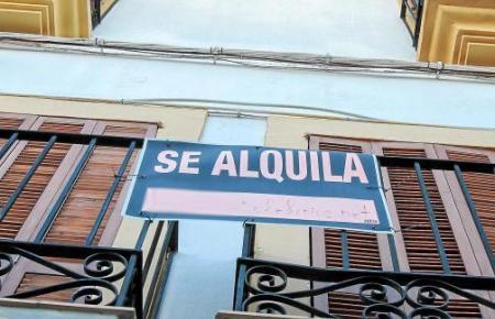 Die im Vergleich zum Einkommen hohen Mietpreise sind vor allem für Geringverdiener ein Problem auf Mallorca.