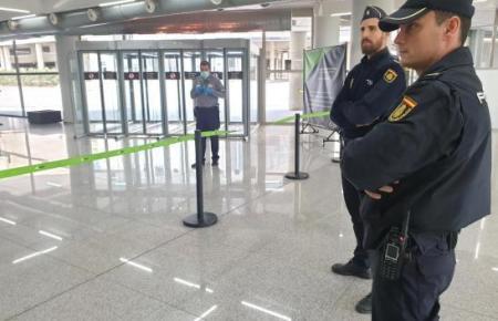 Polizisten am Mallorca-Airport.