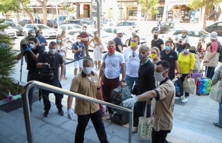 Die ersten deutschen Touristen am Montag auf Mallorca.