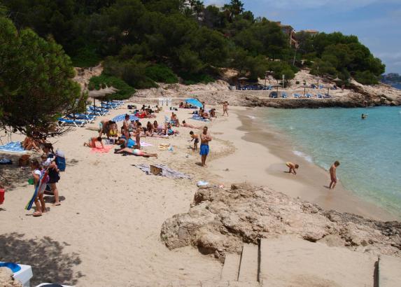 Blick auf den Strand von Illetes bei Palma.