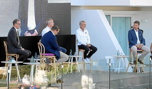 Ein Moment der Podiumsdiskussion. Die Tagung fand im Außenbereich des Iberostar-Hotels Selection Playa de Palma am Sonntagabend statt.