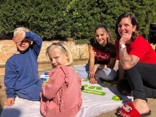 Mit dabei in der Sendung am Montag ist auch Danni Büchner - hier im Bild mit ihren Kindern Diego, Jenna und Jada.