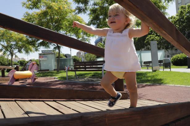 Die Kinder genossen am Montag ihre Rückkehr auf den Spielplatz.