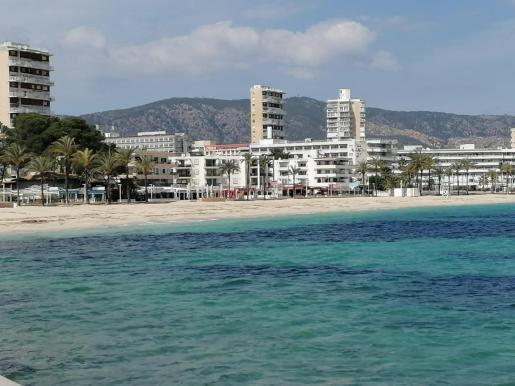 Blick auf Palmanova, wohin es traditionell viele Briten zieht.