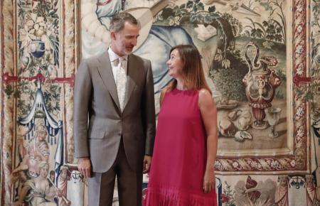 König Felipe mit Ministerpräsidentin Armengol 2019 im Almudaina-Palast auf Mallorca.