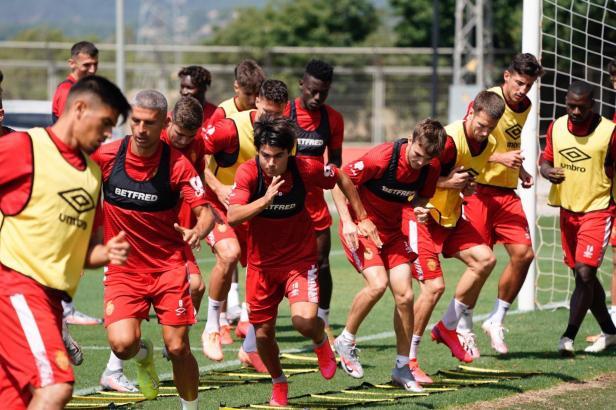 Rekordspieler Luka Romero (Mitte) beim Real-Mallorca-Training vor ein paar Tagen.