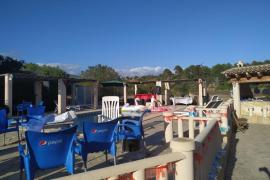 Polizisten lösen illegale Poolparty an der Costa de la Calma auf