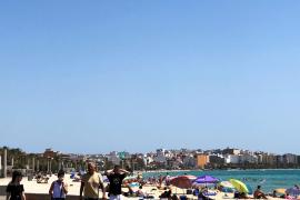Am Strand muss kein Mund-Nase-Schutz getragen werden – ebenso wenig an den Uferpromenaden.