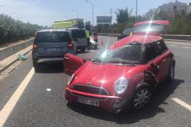 Roter Mini überschlägt sich mehrfach auf Inca-Autobahn auf Mallorca