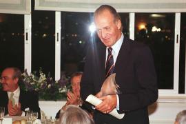 """Juan Carlos 1998 im Segelclub von Palma anlässlich des 50. Geburtstages des """"Club Náutico""""."""