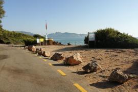 Jetzt verhindern Felsbrocken, dass Wohnmobile hier parken.