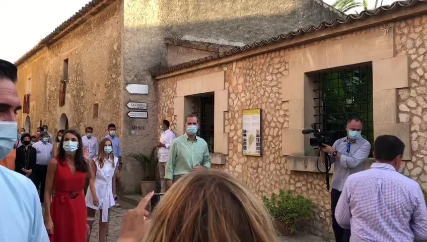 Königsfamilie versetzt das Dorf Petra in Aufruhr