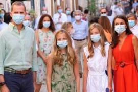 Die königliche Familie beehrt Dorf auf Mallorca mit Besuch