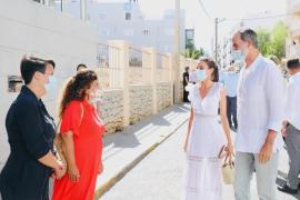 Felipe und Letizia besuchen ganz in Weiß Ibiza
