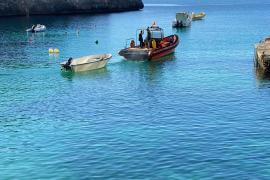 Flüchtlingsboot in die Cala Santanyí eingefahren