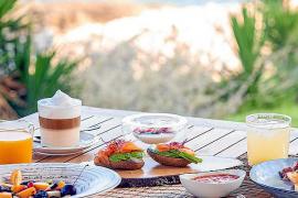 Die Beach Clubs locken mit unterschiedlichen gastronomischen Konzepten. Frühstück gehört meistens dazu.