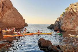 Der balearische Kanusportverband bietet Kajakkurse und Exkursionen an.