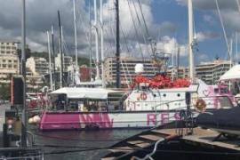 Banksy-Boot im Hafen von Palma angekommen
