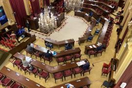 Zwei Mallorca-Parlamentarier positiv auf Corona getestet