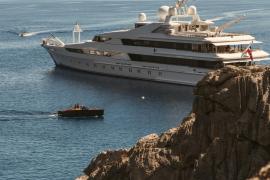 Scheich-Luxusyacht vor Mallorca wegen Coronafällen unter Quarantäne gestellt