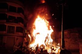 Als die Falla im vergangenen Jahr verbrannt wurde, kamen zahlreiche Schaulustige.