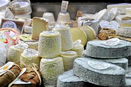 Kennt sich bestens mit Käse aus: Juan Rojas mit Ehefrau Margarita Comas.