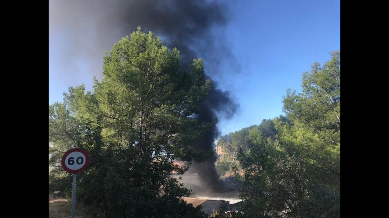 Feuer zerstört Fahrzeuge in Busdepot in Andratx