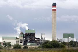 Der Schornstein des Mallorca-Kohlekraftwerks raucht wieder
