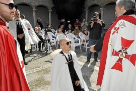 Templer-Orden veranstaltet farbenfrohes Initiationsritual auf Mallorca
