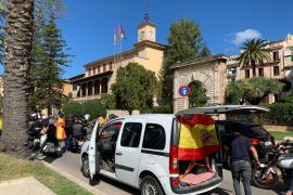 Autokorso gegen Spanien-Premier Pedro Sánchez in Palma de Mallorca