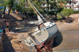 Segelboot in Cala Fornells gestrandet