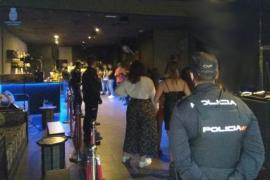 Polizei platzt in Videodreh bei illegaler Massenparty auf Mallorca