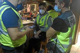 Koordinierte Polizeiaktion gegen Ausgangssperre-Sünder und Raucher in Palma de Mallorca
