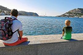 Oft hatte die Familie ganz viel Platz für sich, wie hier auf der Kaimauer in Port d'Andratx.